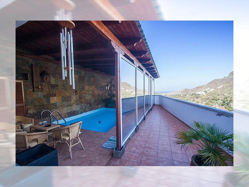 traumhaftes galeriehaus mit indoor pool blick zur nachbarinsel wifi klima. Black Bedroom Furniture Sets. Home Design Ideas