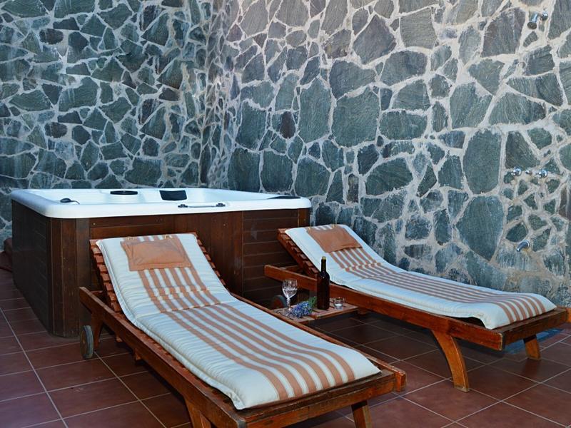 ein magischer ort zum entspannen ferienhaus mit jacuzzi wifi zentralheizung tejeda. Black Bedroom Furniture Sets. Home Design Ideas