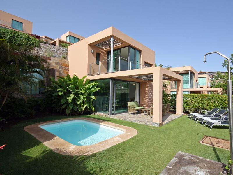 Moderne Golf Villa mit Garten, Privatpool & beheiztem ...